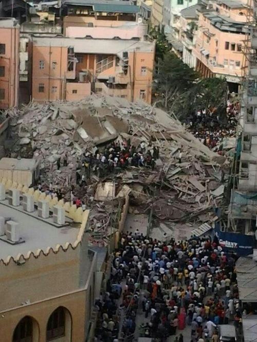 Collapsed building and community searching for people trapped underneath. Photo by Kumeil
