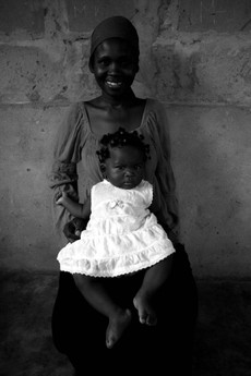 Tz08_woman_and_baby04bw_3